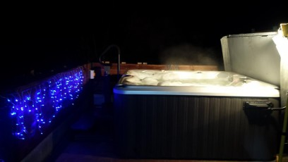 hot-tub-at-night