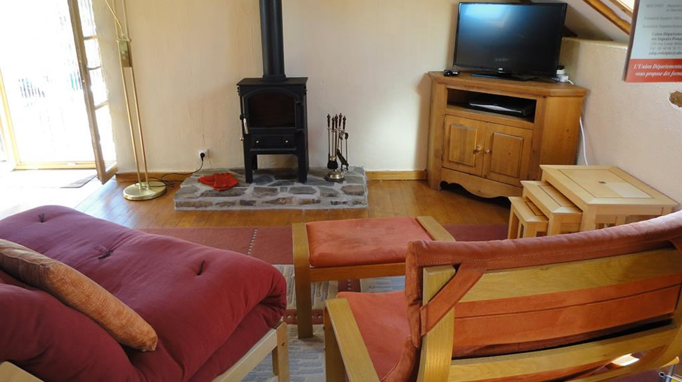cottage-cher-french-holiday-letting-lounge-with-log-burner